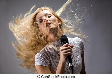 bonito, mulher jovem, cantando