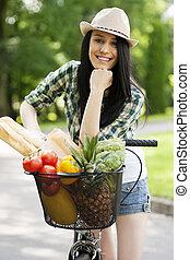 bonito, mulher jovem, com, bicicleta