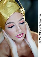 bonito, mulher jovem, com, maquilagem, em, a, egípcio, estilo