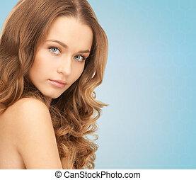 bonito, mulher jovem, com, ombros nus