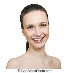bonito, mulher jovem, com, suportes, ligado, dentes