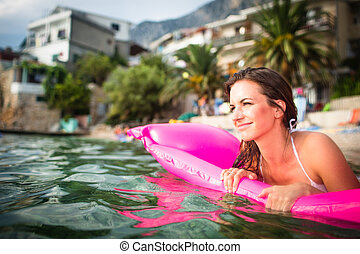 bonito, mulher jovem, desfrutando, um, dia praia