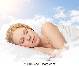 bonito, mulher jovem, dormir, ligado, um, nuvem, em, a, céu