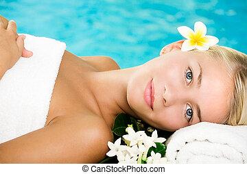 bonito, mulher jovem, em, spa