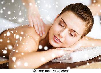 bonito, mulher jovem, em, spa, salão, começando massage