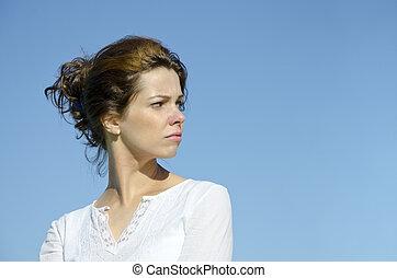 bonito, mulher jovem, jaever, sobre, dela, ombro