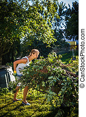 bonito, mulher jovem, jardinagem, em, dela, jardim