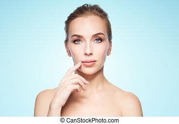 bonito, mulher jovem, mostrando, dela, lábios