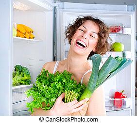 bonito, mulher jovem, perto, a, refrigerador, com, alimento saudável