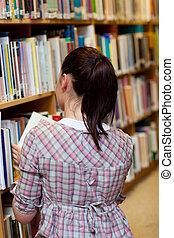 bonito, mulher jovem, procurar, um, livro