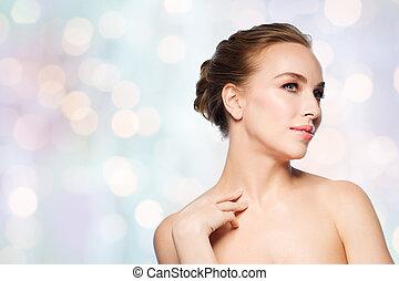 bonito, mulher jovem, tocar, dela, pescoço