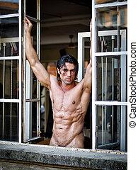 bonito, muscular, homem, pelado, olhando dentro, câmera, ligado, frame janela