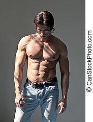 bonito, muscular, homem, shirtless, ligado, cinzento, fundo