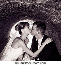 bonito, noivo, par jovem, noiva, retrato casamento