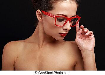 bonito, olhar, mulher, baixo, pretas, excitado, vermelho, óculos