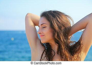 bonito, olhos azuis, mulher, fundo, relaxante, mar, fechado