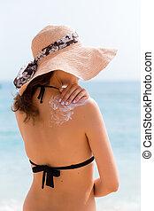 bonito, ombro, mulher, dela, sol, pôr, creme, chapéu praia