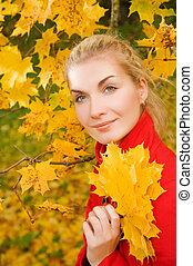 bonito, outono, mulher, jovem, floresta