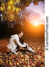 bonito, outono, mulher, jovem, park.