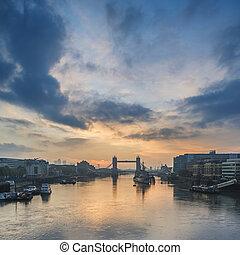 bonito, outono, outono, alvorada, amanhecer, sobre, rio thames, e, ponte torre, em, londres