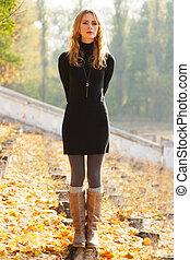bonito, outono, senhora, parque, jovem