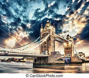 bonito, pôr do sol, cores, sobre, famosos, ponte torre, em,...