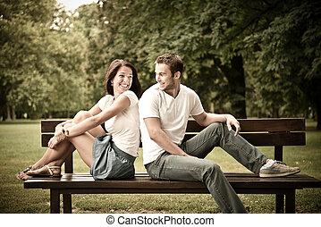 bonito, par, namorando, jovem