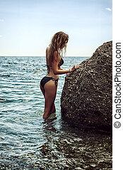 bonito, pedra, mulher, grande, jovem, costas, mar, ficar