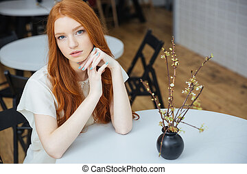 bonito, pensativo, mulher, café, sentando