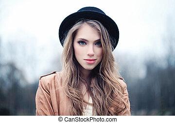 bonito, perfeitos, mulher, jovem, rosto, park., closeup, femininas, ao ar livre