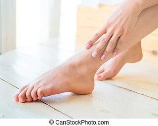 bonito, pernas, mulher, cuidado, chão