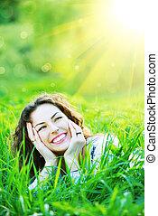 bonito, primavera, mulher jovem, ao ar livre, desfrutando, natureza