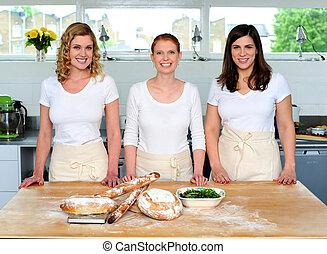 bonito, profissional, cozinheiros, grupo, jovem