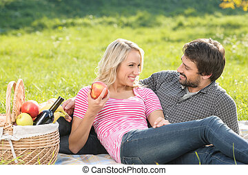 bonito, que, piquenique, íntimo, par, jovem, junto, amando, desfrutando, day!