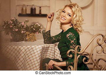 bonito, restaurant., mulher, blondy, modernos, jovem, cafe...