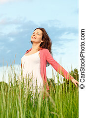 bonito, retrato, mulher, ao ar livre, grávida