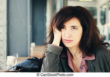 bonito, retrato, mulher, café, sentando