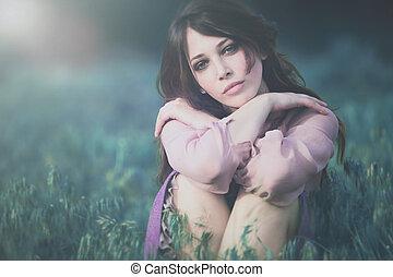 bonito, retrato, mulher, capim, jovem