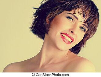 bonito, rir, mulher, com, cabelo curto