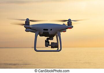 bonito, rotor, close-up, silueta, mosca, surveillance., lâmina, copter, uav., zangão, quatro, hélice, câmera, pôr do sol, profissional, digital, pronto, quad, drone., sunset.