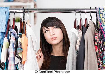 bonito, roupas, mulher, jovem, prateleira