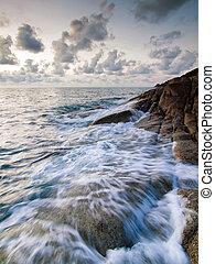 bonito, seascape., mar, e, rocha, em, a, pôr do sol
