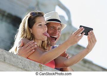 bonito, selfie, par, foto, levando, ao ar livre