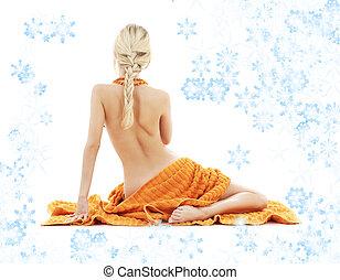 bonito, senhora, com, laranja, toalhas, e, snowflakes