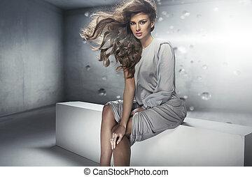 bonito, senhora jovem, com, perfeitos, denso, penteado