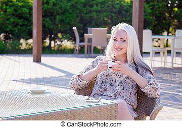 bonito, sentando, mulher, restaurante
