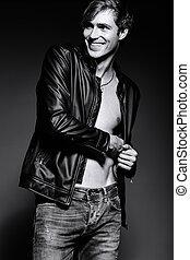 bonito, seu,  abdominal, ajustar, couro, mostrando, jovem, casaco, músculos, estúdio,  muscled, modelo, macho, posar, homem