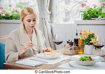 bonito, sobremesa, comer mulher, jovem