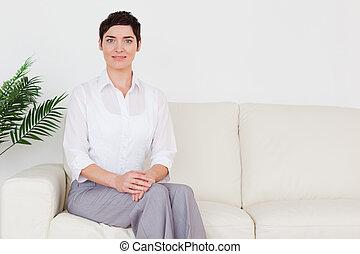 bonito, sofá, assento mulher