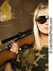 bonito, soldado, mulher, franco-atirador, rifle